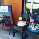 秋の一日、Azurの店頭ではケーキを販売